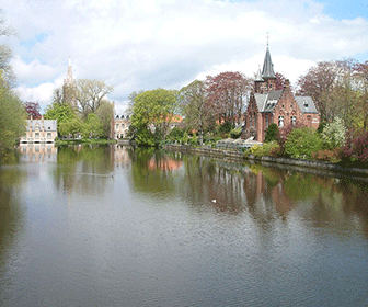 1200px-Bruges_Minnewater
