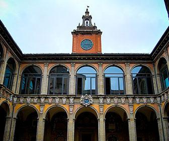Archiginnasio-di-Bologna