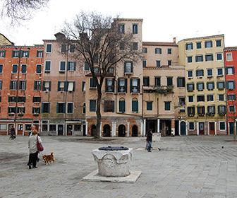Campo_di_Ghetto_Nuovo_Venezia_-_panoramio_1