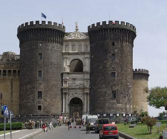 Castillo-nuevo-de-Napoles