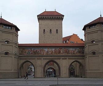 Isartor_-_Una_de_las_puertas_de_Munich_-_panoramio