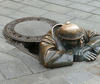 Man-at-work_estatua