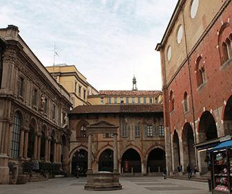 Piazza_mercanti_Milano