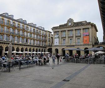 Plaza-de-la-Constitucion-en-San-Sebastian