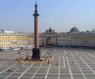Plaza-del-Palacio-en-San-Petersburgo