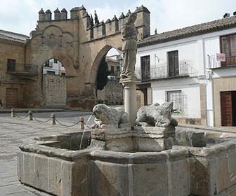 Plaza-del-Populo-y-fuente-de-los-leones-Baeza
