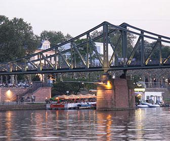 Puente-de-hierro-en-Frankfurt