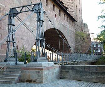 Puente-suspendido-de-hierro-en-Nuremberg
