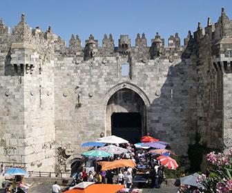 Puerta-de-Damasco-en-Jerusalen