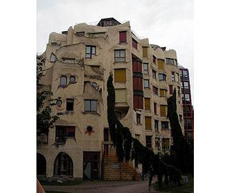 Schtroumpfs-Building-en-Ginebra